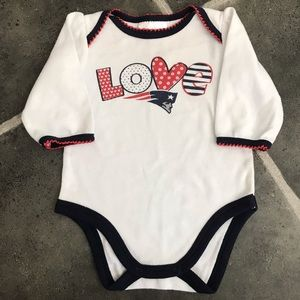 Love Patriots baby girl Onesie/bodysuit EUC